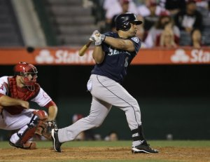 Kendrys Morales delivers the go-ahead RBI single in the 10th inning, and the Mariners beat the Angels 3-2.